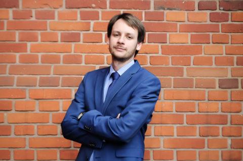 Sesja portretowa - portret biznesowy wplenerze